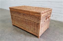 Sale 9121 - Lot 1068A - Wicker lift top basket (h:51 w:94 d:51cm)