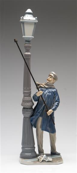 Sale 9211 - Lot 28 - Lladro Figure of a Man Under Street Lamp (H:46cm)