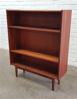 Sale 9151 - Lot 1033 - Vintage Teak Parker open bookcase (h:114 x w:92 x d:30cm)