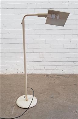 Sale 9129 - Lot 1067 - Brass adjustable floor lamp (h:120cm)