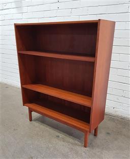 Sale 9151 - Lot 1075 - Vintage Teak Parker open bookcase (h:112 x w:92 x d:30cm)