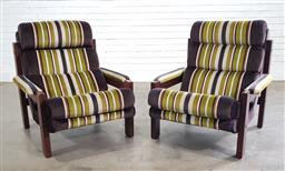Sale 9191 - Lot 1039 - Pair of vintage upholstered armchairs (h:90 x w:86 x d:86cm)
