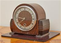 Sale 9090H - Lot 63 - A timber mantle clock, Height 16cm x Width 18cm x Depth 10cm