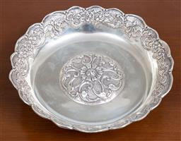 Sale 9140H - Lot 79 - A tri-footed 900 silver serving dish with central medallion, Diameter 18.5cm, Weight 203g