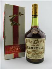 Sale 8385 - Lot 610 - 1x Hennessy Cognac - old bottling in box