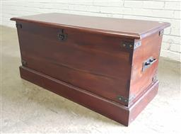 Sale 9121 - Lot 1011 - Timber lift top box with metal mounts (h:55 w:110 d:45cm)