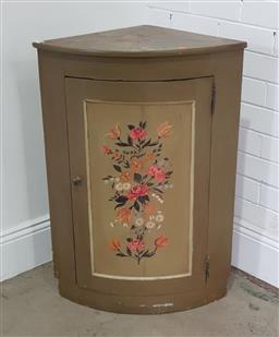 Sale 9191 - Lot 1016 - Painted kitchen corner cupboard (h88 x d43cm)
