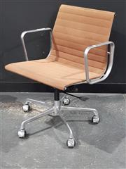 Sale 8705 - Lot 1049 - ICF Eames Gas Lift Office Chair