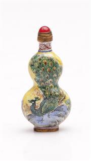 Sale 9060 - Lot 25 - Famille Rose Snuff Bottle In a Gourd Shape H: 7.5cm