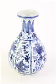 Sale 8802 - Lot 372 - A Blue and White Gourd Shaped Vase ( H 24cm)