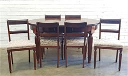 Sale 9112 - Lot 1075 - Round timber extension table on reeded legs with 6 chairs (h:77 x d:140cm)