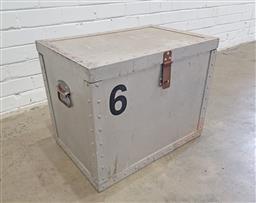 Sale 9121 - Lot 1083 - Metal lift top lockable case (h:47 w:70 d:60cm)