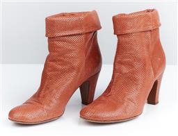 Sale 9091F - Lot 38 - A PAIR OF VERO CUOIO ENRICO ANTINORI ANKLE BOOTS IN A BURNT ORANGE, with pierced hole effect, size 38.