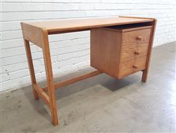 Sale 9121 - Lot 1096 - Timber three drawer desk (h74 x w121 x d53cm)