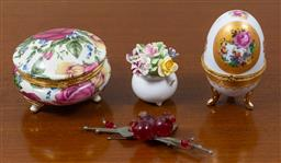 Sale 9140H - Lot 87 - A collection of trinkets to include a Royal Doulton floral bouquet.