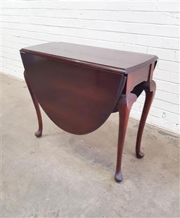 Sale 9108 - Lot 1097 - Mahogany drop side table on cabriole legs (h:80 x w:138 x d:90cm)