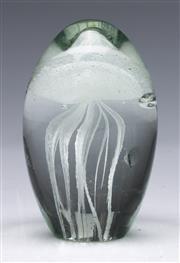 Sale 9090 - Lot 100 - MCM studio atomic shaped jellyfish glass paperweight, slight bruises (H10cm)