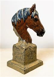 Sale 8500A - Lot 20 - A decorative horse head on stand - Composition: Resin - Condition: As New - Measurements: 23cm High