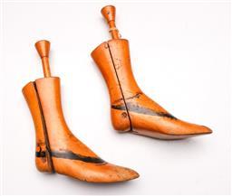 Sale 9131 - Lot 64 - Pair of vintage timber adjustable shoe lasts (L:34cm)