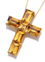 Sale 8982 - Lot 362 - AN 18CT GOLD CITRINE CRUCIFORM PENDANT NECKLACE; 26.5 x 19.3mm cross set with a square and 5 emerald cut citrines totalling 5.28ct,...