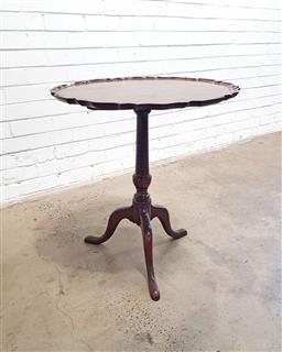 Sale 9129 - Lot 1089 - Georgian wine table (h:71 x d:63cm)