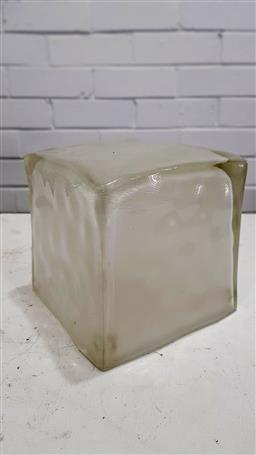 Sale 9157 - Lot 1058 - Glass ice cube table lamp (h16cm)