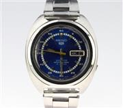 Sale 8644W - Lot 55 - SEIKO 5 SPORTS AUTOMATIC WRISTWATCH; in stainless steel with blue dial, center seconds, day date, 21 jewell movement ref. 7019A, cas...