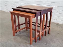 Sale 9129 - Lot 1079 - Nest of 3 teak occasional tables by Parker (h:51 x w:37 x d:36cm)