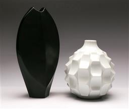 Sale 9131 - Lot 99 - German Lorenz vase (H:18cm) together with a black porcelain Rosenthal vase (H:30cm)