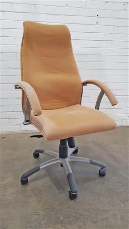 Sale 9157 - Lot 1034 - Office chair (h120 x d64cm)