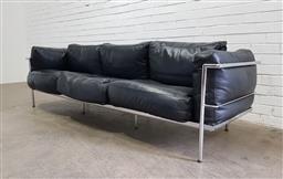 Sale 9134 - Lot 1087 - Le Corbusier style 3 seater settee (h:62 x w:240 x d:70cm)