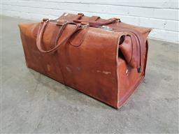 Sale 9108 - Lot 1057 - Vintage leather gladstone bag