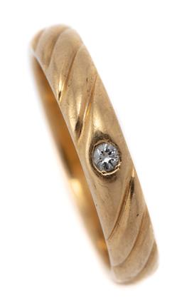 Sale 9107J - Lot 367 - AN 18CT GOLD DIAMOND RING; 3.5mm wide band with twist design inset with a round brilliant cut diamond of approx. 0.03ct, stamped NR...