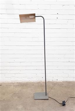 Sale 9121 - Lot 1087 - Metal floor lamp (h:135cm)
