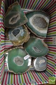 Sale 8480 - Lot 1113 - 6 Green Small Agate caves