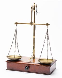 Sale 9130E - Lot 39 - A set of antique W&T. Avery collapsable scales in travelling box, with weights, marked Late T. Beach, case width 26.5cm