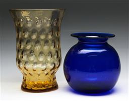 Sale 9148 - Lot 63 - Amber glass optic vase (H: 27cm), together with a Bristol blue bulbous glass vase (H: 16cm)