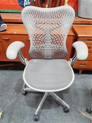 Sale 8822 - Lot 1025 - Herman Miller Mirra Office Chair