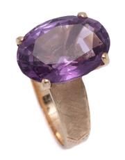 Sale 9012 - Lot 345 - A RETRO GOLD AMETHYST COCKTAIL RING; high claw set with an oval cut amethyst of approx. 9.00ct (17 x 12mm) to Florentine engraved sh...