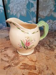 Sale 8500A - Lot 77 - A vintage New Hall Hanely milk/gravy jug - Condition: Good (small chip to spout) - Measurement: 18cm high x 20cm long