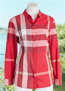 Sale 9120K - Lot 8 - A Burberry Brit cotton long sleeve shirt, in checkered pattern. Size M