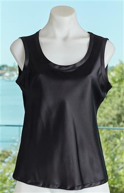 Sale 9120K - Lot 46 - A Hugo Boss silk sleeveless top;. size US 4