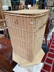 Sale 8822 - Lot 1200 - Wicker Hamper