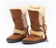 Sale 8800F - Lot 64 - A pair of Ugg Australia Ugg boots, size 38