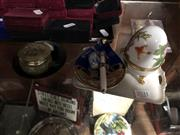 Sale 8802 - Lot 388 - Small Collection of Small Collectables incl. Painted Ceramic Egg & an Artisanal Dish