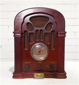 Sale 9154 - Lot 1010 - 1934 Thomas Collectors Edition radio (h38cm)