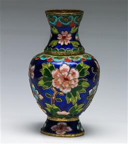 Sale 9153 - Lot 33 - A Chinese enamelled vase, H: 14.5cm)