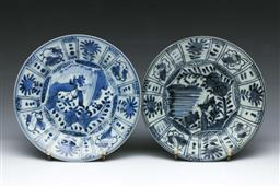 Sale 9093P - Lot 13 - Pair of Kraak Style Blue and White Plates with Grasshoppers, diam. 21cm.