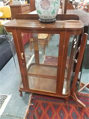 Sale 8672 - Lot 1049 - Art Deco Display Case