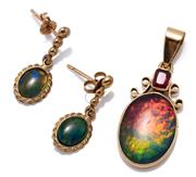 Sale 9066 - Lot 350 - GOLD OPAL PENDANT AND EARRINGS; 18ct gold pendant set with an oval opal triplet and cushion cut garnet top doublet, length 35mm, wt....